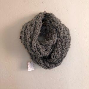 chunky knit infinity scarf   free peeps